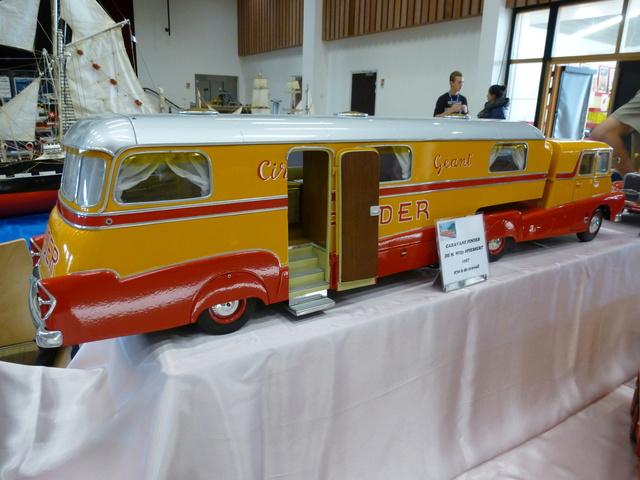 "Superbes véhicules du cirque ""Pinder"" P1100931"