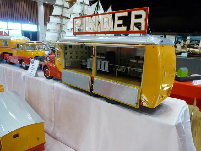 "Superbes véhicules du cirque ""Pinder"" P1100932"