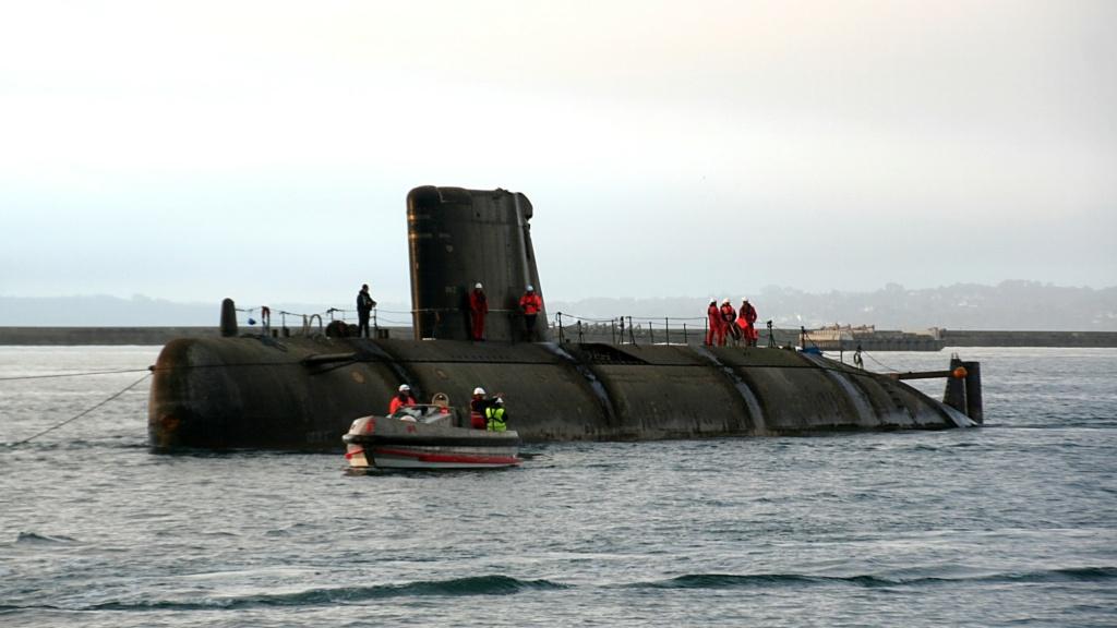 [Autre sujet Marine Nationale] Démantèlement, déconstruction des navires - TOME 2 - Page 7 C_q83610