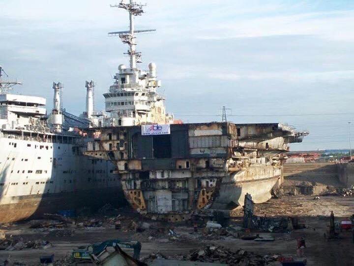[Autre sujet Marine Nationale] Démantèlement, déconstruction des navires - TOME 2 - Page 10 Clem11