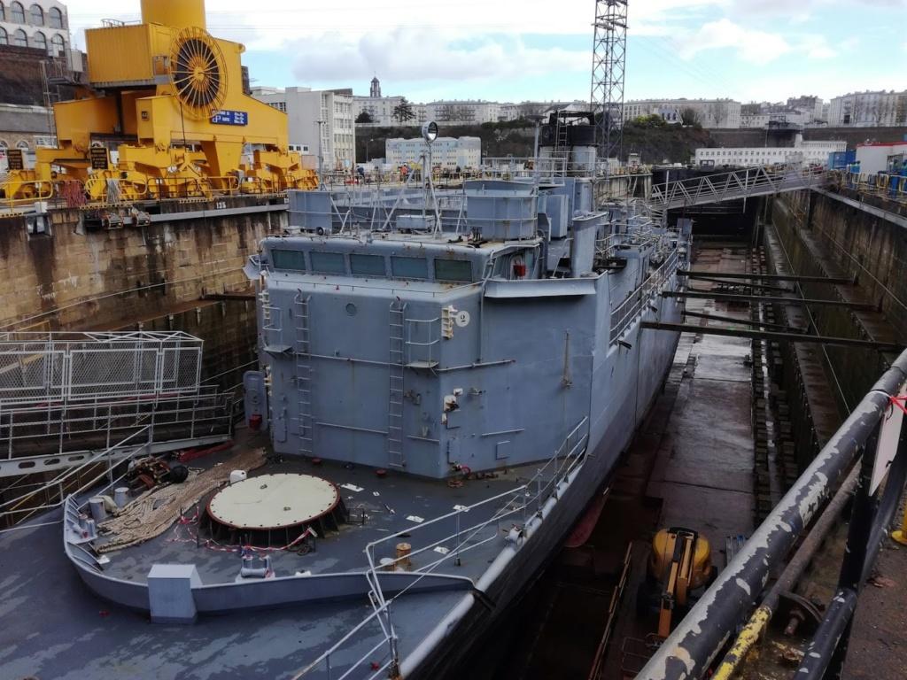 [Autre sujet Marine Nationale] Démantèlement, déconstruction des navires - TOME 2 Img_2030
