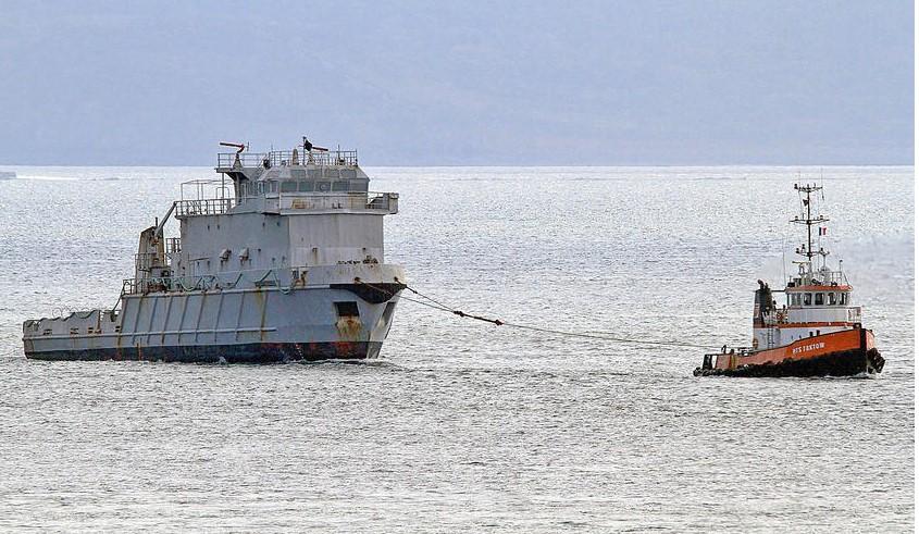 [Autre sujet Marine Nationale] Démantèlement, déconstruction des navires - TOME 2 - Page 19 Revi_310
