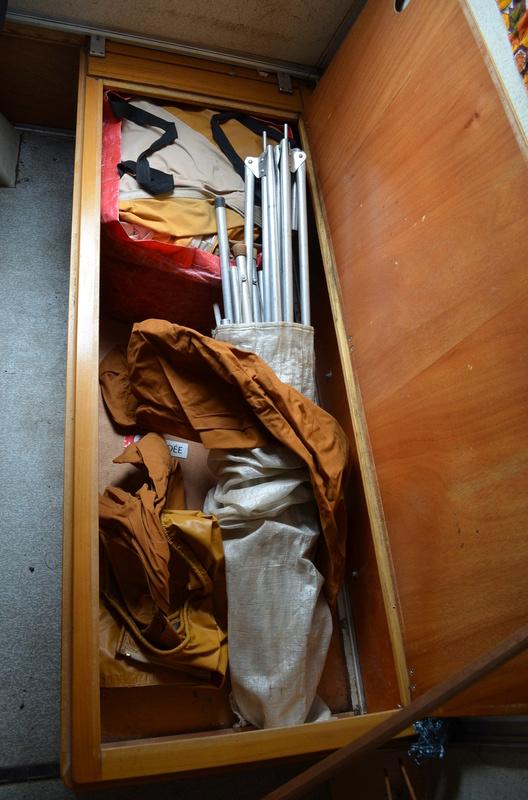 Confort à retaper avec accessoires divers Dsc_0413