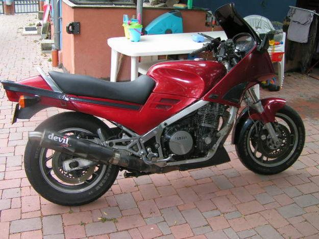 Yamaha 12/13 xjr : un must en roadster abordable... 17138710
