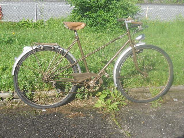 vélo femme pendant la 2eme GM  , inconnu ! 2012-013