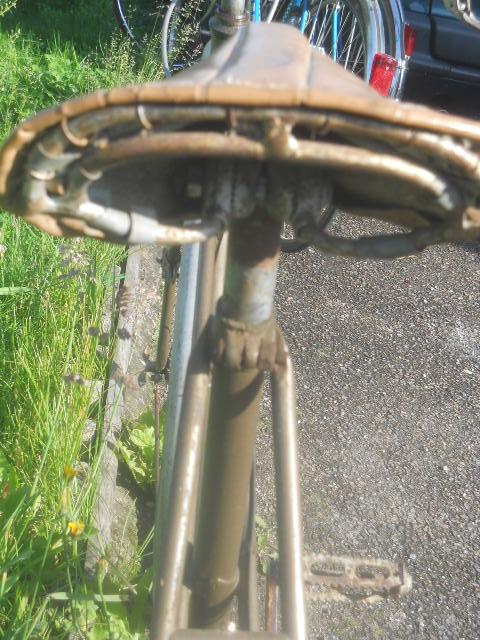 vélo femme pendant la 2eme GM  , inconnu ! 2012-016