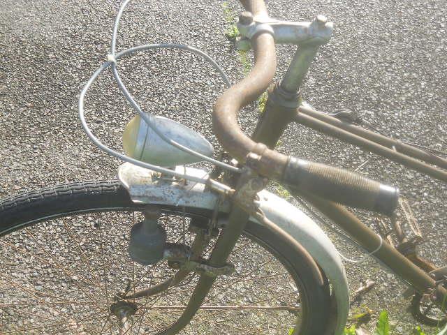 vélo femme pendant la 2eme GM  , inconnu ! 2012-017