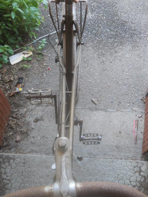 vélo femme pendant la 2eme GM  , inconnu ! 2012-018