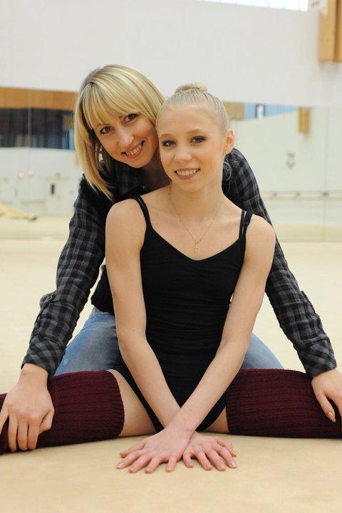 Les photos de gymnastes avec leur famille (soeur ,mère, père) 16637110