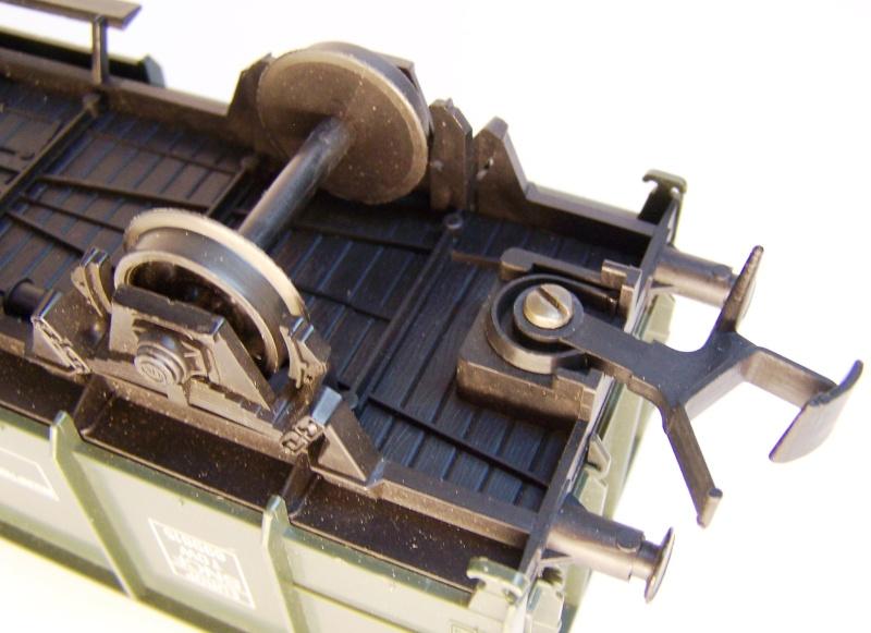 Constitution du wagon tomberau type europeen de Lima au 1/45. Lima_t16
