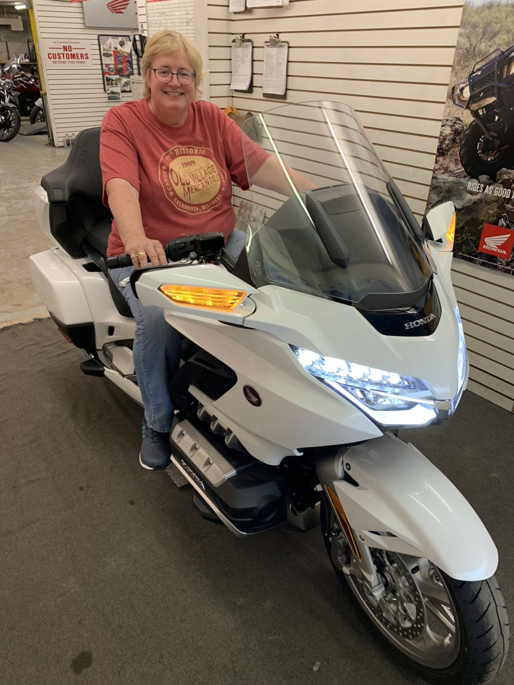 Decided to get a 2018 Goldwing Tour DCT 33393110