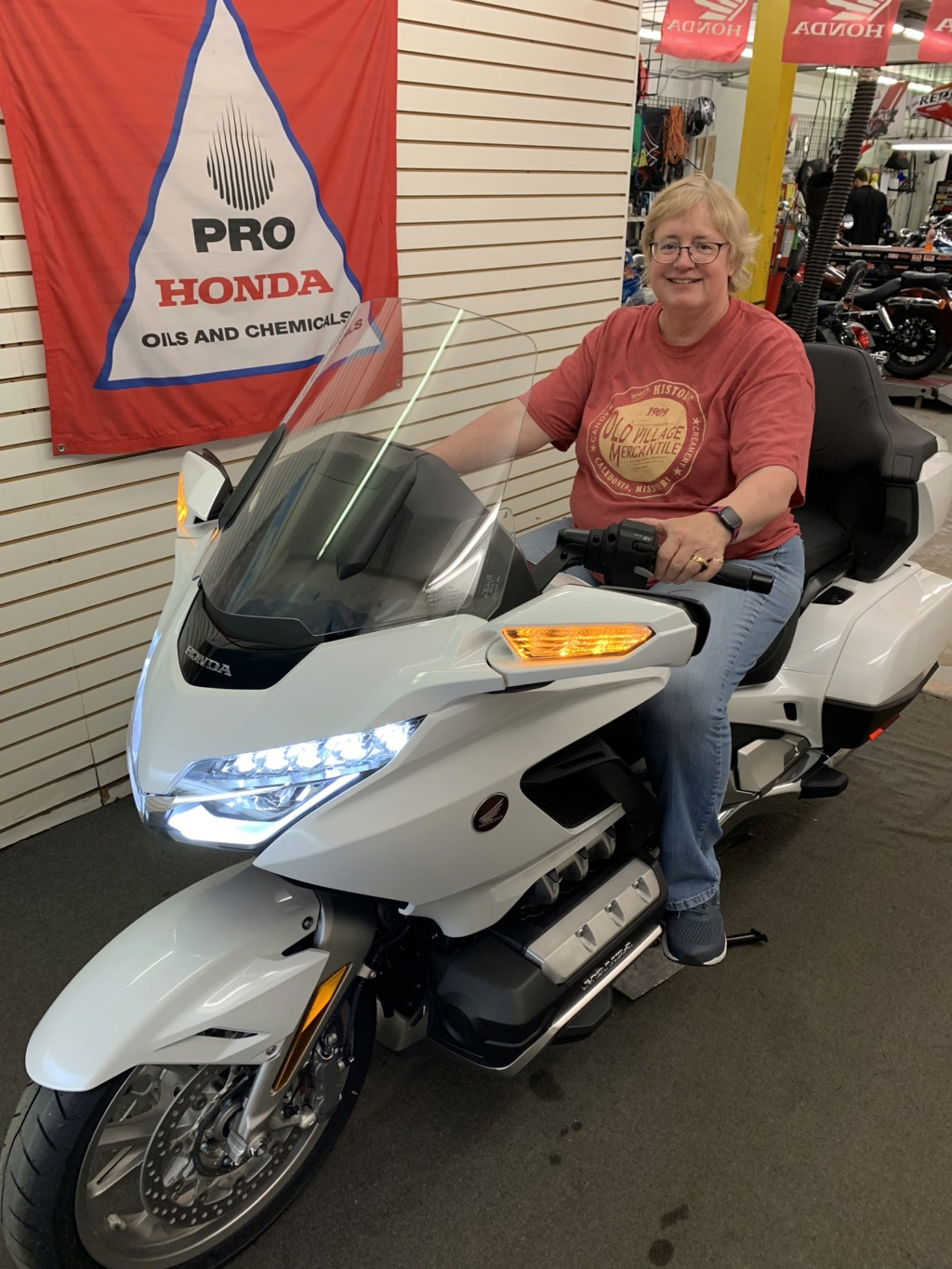 Decided to get a 2018 Goldwing Tour DCT 80cd6310