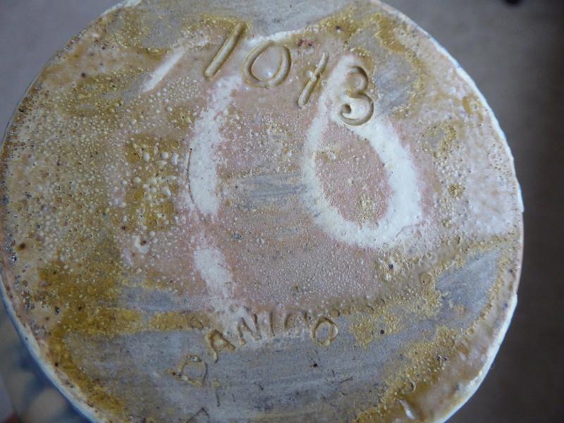 Vintage vase, help with identifying please P1100413
