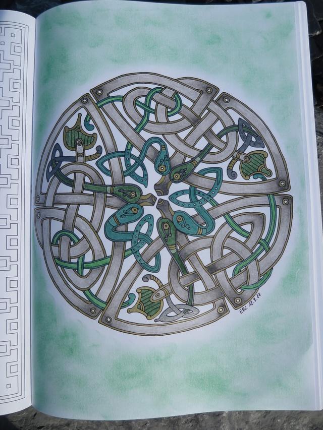 je vous montre enfin (coloriages) - Page 9 Img_0414