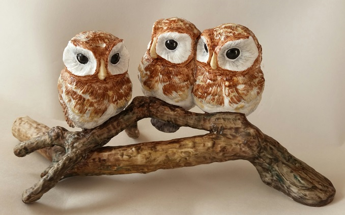 Ohh... gorgeous Hereford owls.  Herefo10