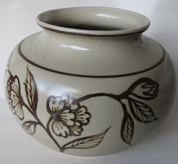 Richmond Stoneware, Mapua Ware, Waimea Potteries etc - do we need a gallery? Richmo21