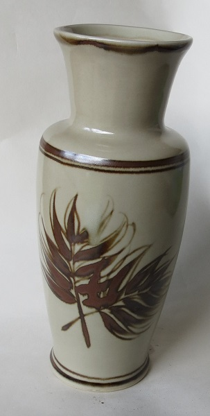 Richmond Stoneware, Mapua Ware, Waimea Potteries etc - do we need a gallery? Richmo23