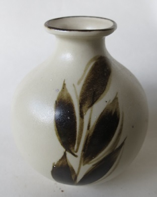 Richmond Stoneware, Mapua Ware, Waimea Potteries etc - do we need a gallery? Richmo27