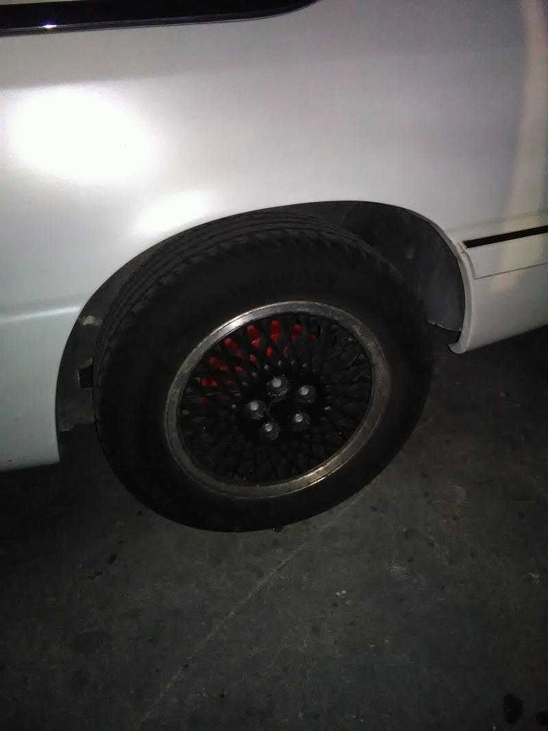 roue qui touche l'interieur des passage de roue ?? Img_2011