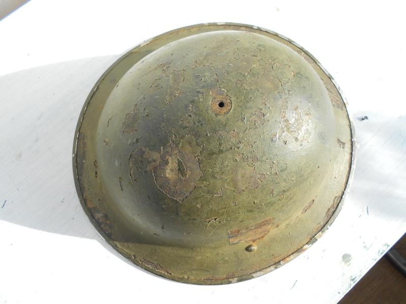 WW II Canadian Helmets - Page 2 00410