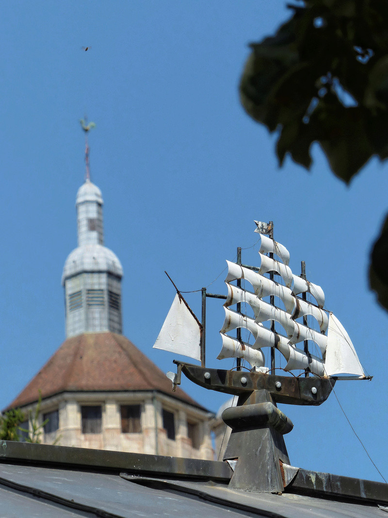 la collégiale de Dole et  le petit vaisseaux   P1060213