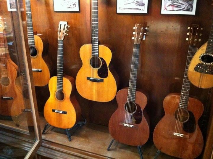 Martin 0-17 1934 + mandoline Ozark amplifiée: 3000 Euros. 14500410