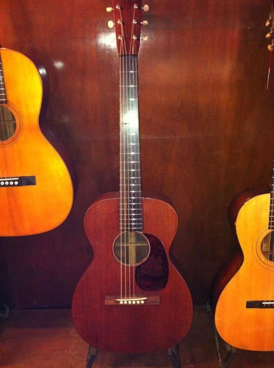 Martin 0-17 1934 + mandoline Ozark amplifiée: 3000 Euros. 14795410