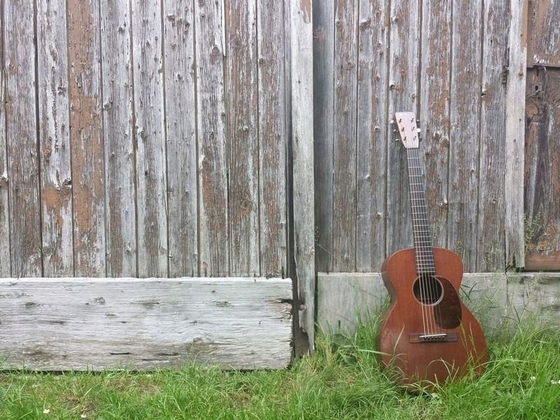 Martin 0-17 1934 + mandoline Ozark amplifiée: 3000 Euros. Martin27