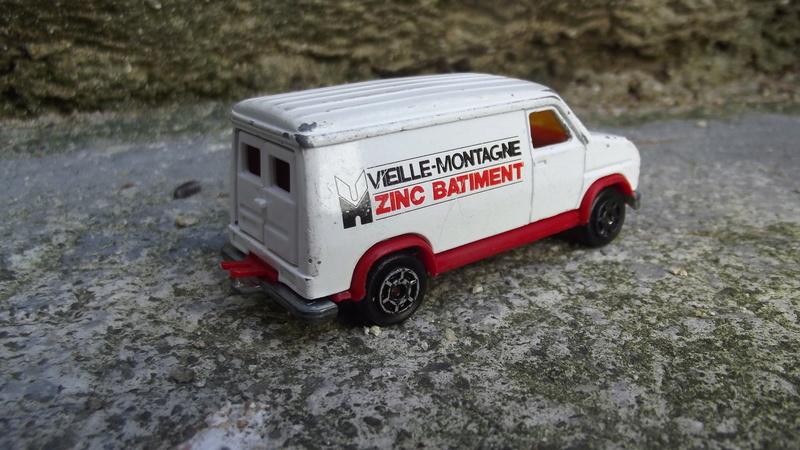 Fourgon Vielle Montagne (zinc-bâtiment)  Dscf1925