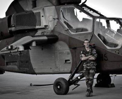 « Dans les griffes du Tigre » Le Capitaine Brice Erbland est pilote d'hélicoptère, notamment du Tigre. Tigre_10