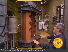 OBJET 008B / Le recyclage de la machine infernale (support) Objet_67