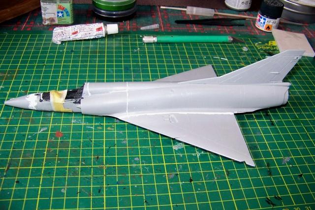 Mirage III EL 1/48 Kinetic (defi au trésorier de l' AMO61) 100_1833