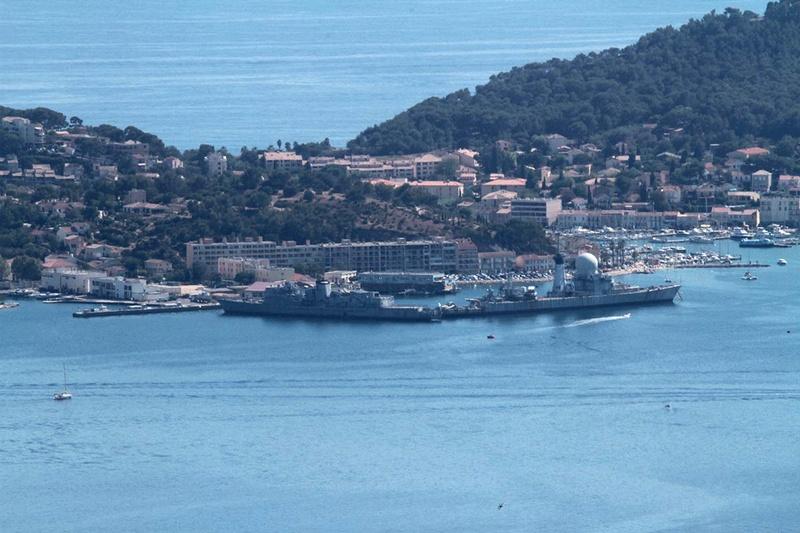 [LES PORTS MILITAIRES DE MÉTROPOLE] Mouvements de Bâtiments dans la rade de Toulon - Page 15 Img_2624