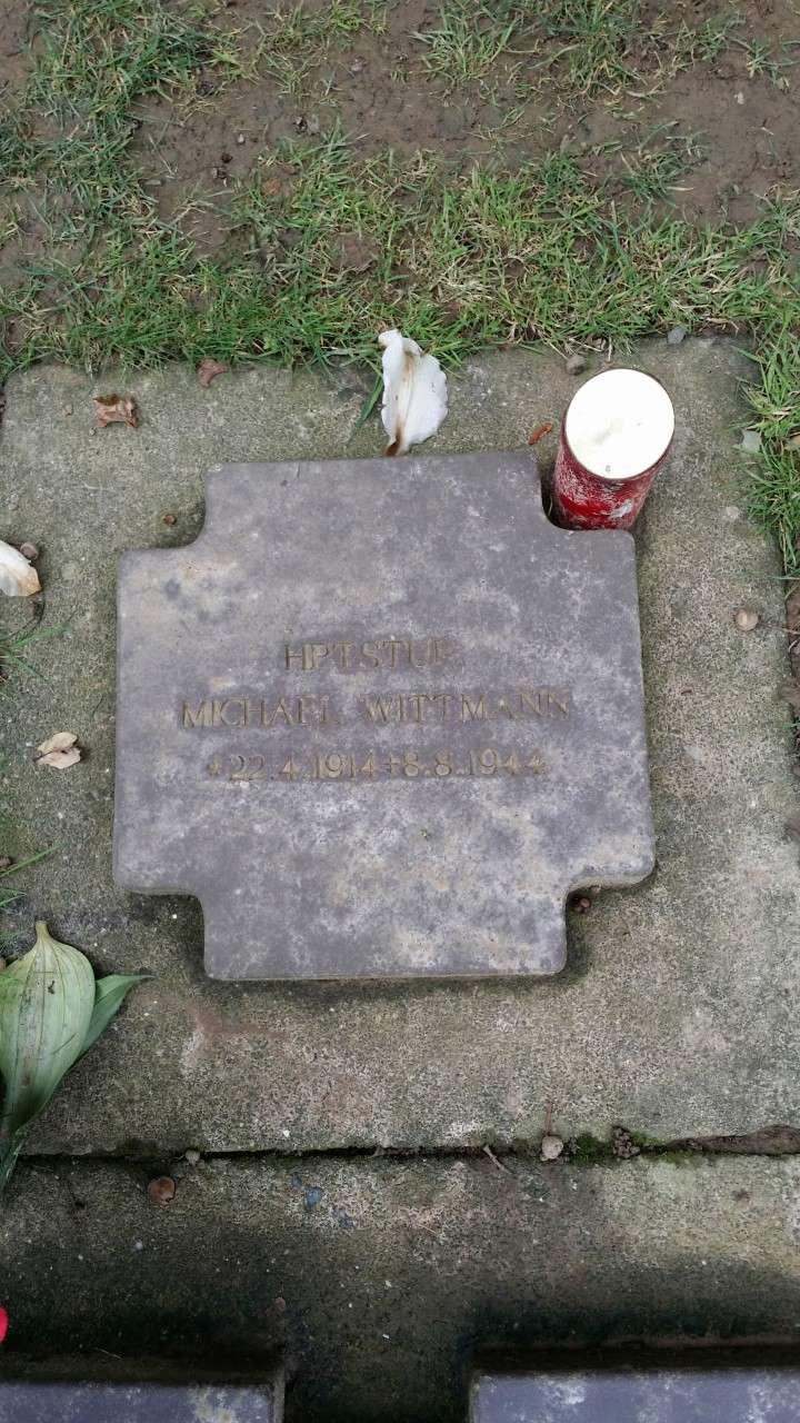 Les stèles de Michael Wittmann et de son équipage Thumbn91