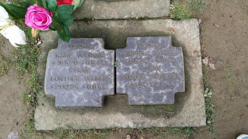 Les stèles de Michael Wittmann et de son équipage Thumbn92