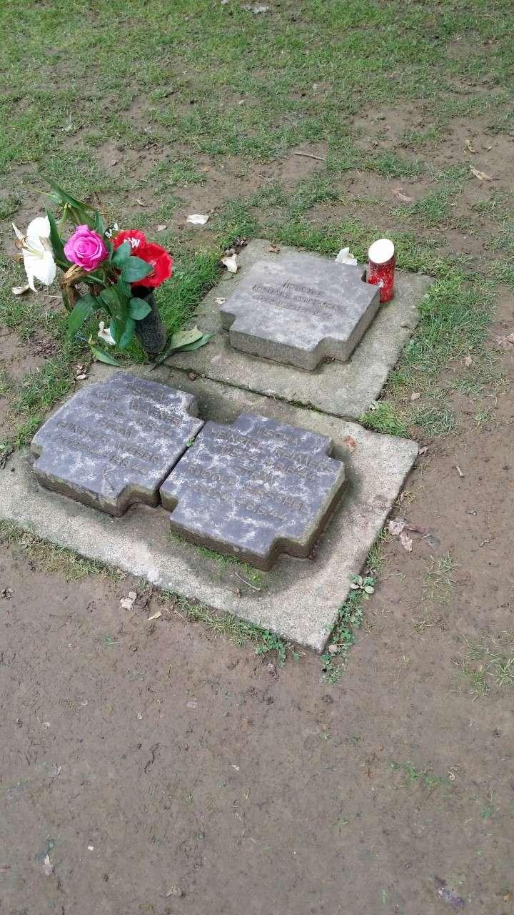 Les stèles de Michael Wittmann et de son équipage Thumbn93