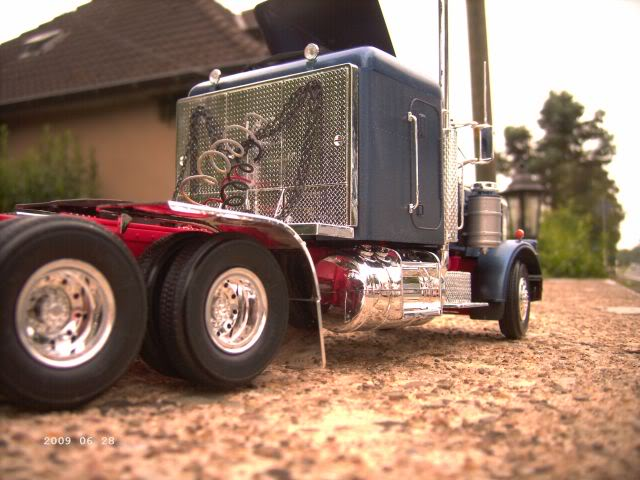 "Revell 7526 Peterbilt ""Black Widow"" 1/25 - Galeriebilder P1014"