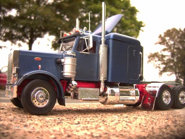 "Revell 7526 Peterbilt ""Black Widow"" 1/25 - Galeriebilder P6-211"