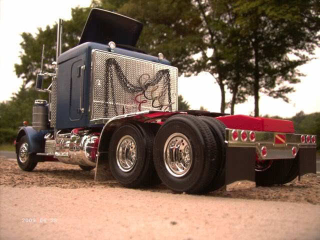 "Revell 7526 Peterbilt ""Black Widow"" 1/25 - Galeriebilder P716"