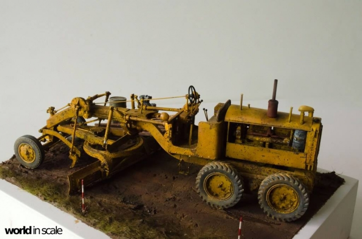 """Caterpillar 12 """"Motor Grader"""" - 1/35 by Plus Model R6weux11"""