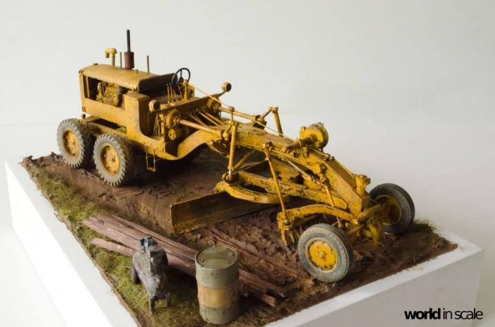 """Caterpillar 12 """"Motor Grader"""" - 1/35 by Plus Model Snbxrj10"""