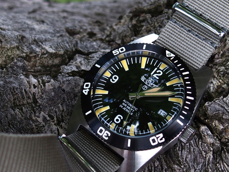 military - Military Industries 1970s diver's watch P8130010