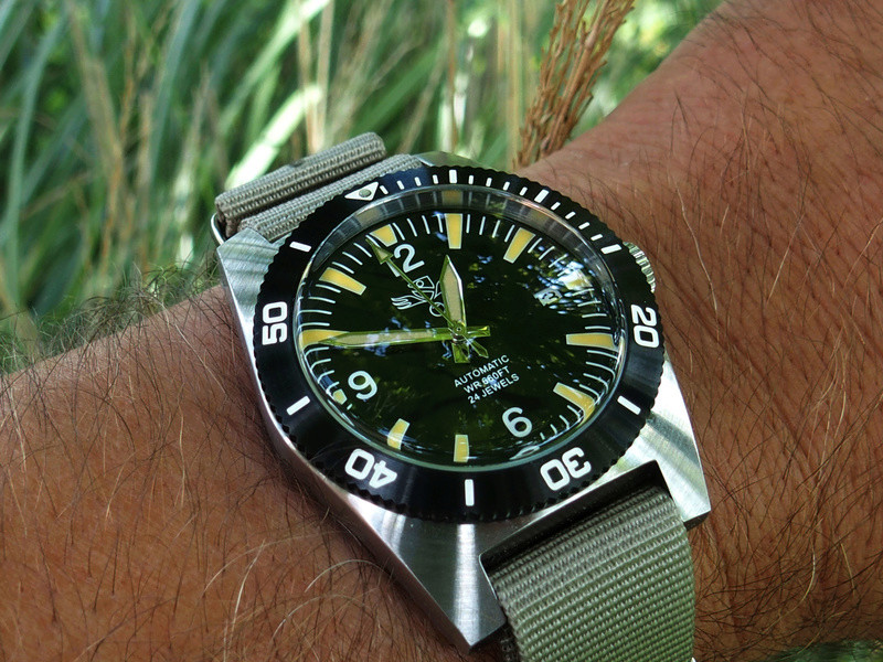 military - Military Industries 1970s diver's watch P8130011