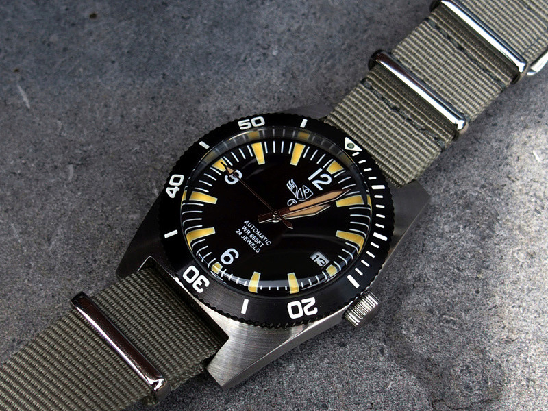 military - Military Industries 1970s diver's watch P8130013