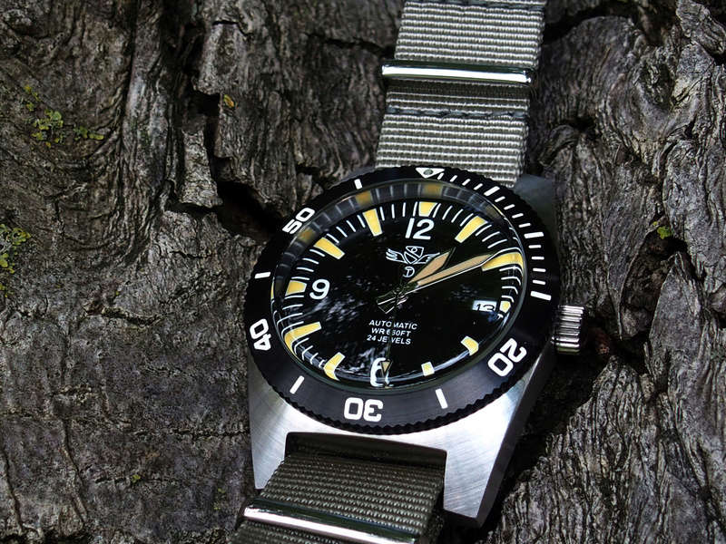 military - Military Industries 1970s diver's watch P8130018