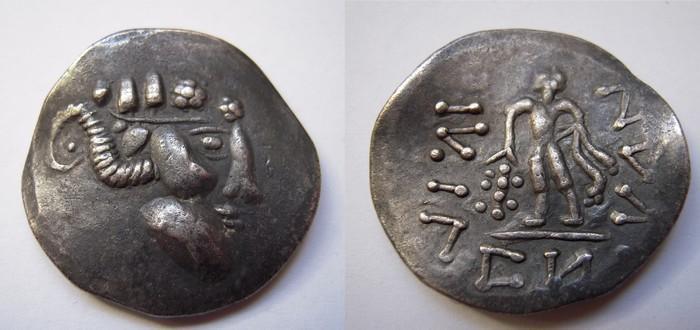 Des pièces montrant des extraterrestres dans la grèce antique ? V6nr1m10