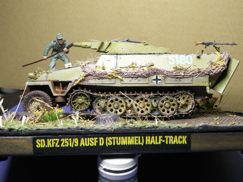 GERMAN SD.kfz.251/9 ausf.d  1:35  (afv club) - Page 4 Pict0941