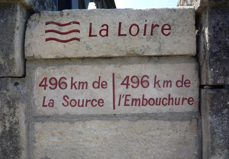 Le point équidistant de la source à l'embouchure de la Loire 25604310