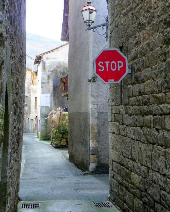 """Un """"STOP"""" pour piètons - Saint-Antonin-Noble-Val - Tarn et Garonne - FRance 48466310"""