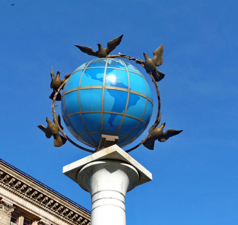 Globes terrestres visibles depuis les cieux - Page 4 Www210